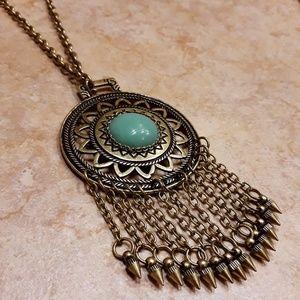 Large pendant fashion necklace